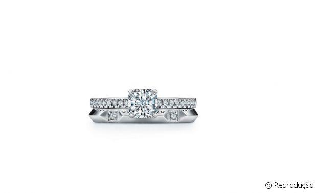 Detalhe do anel de noivado que Whindersson Nunes deu para Maria Lina