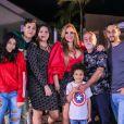 Filha de Simony,  Aysha ao lado da mãe e dos irmãos. Atriz foi diagnosticada com sobrepeso aos 17 anos