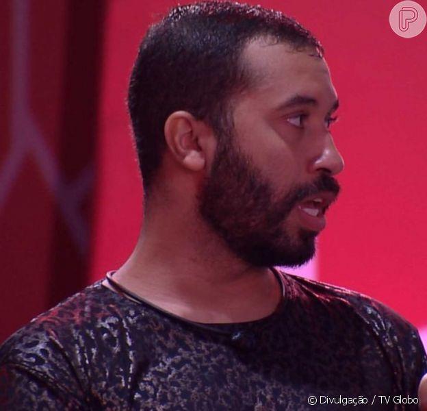 Gilberto diz a Sarah que quer namorar com Lucas Penteado, em 6 de março de 2021
