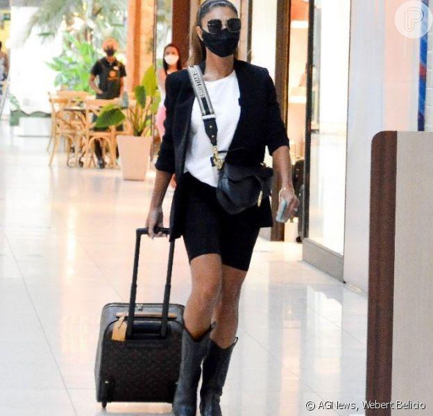 Juliana Paes viajou cheia de estilo nesta sexta feira, 5 de março de 2021