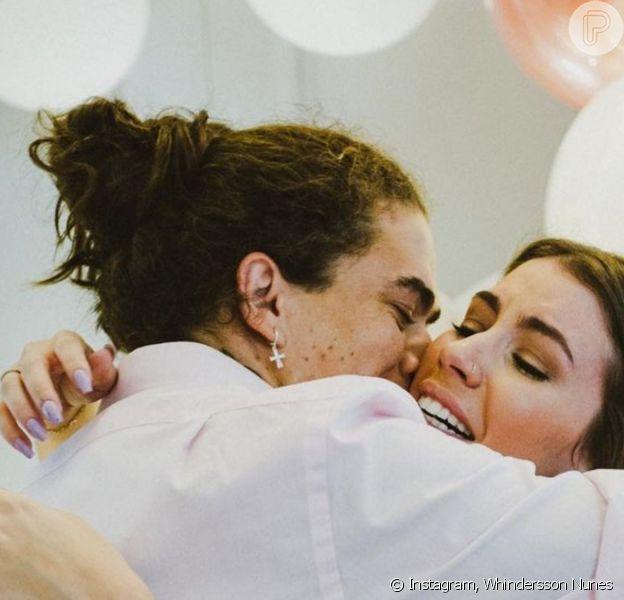 Whindersson Nunes escolheu aliança de R$ 57 mil para Maria Lina, de quem ficou noivo em 6 de março de 2021