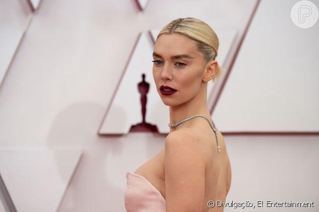 A atriz Vanessa Kirby roubou a cena com make e cabelo marcante