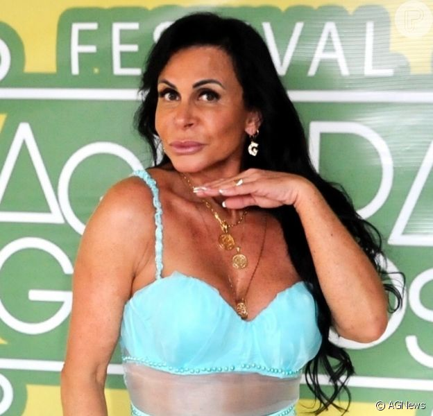 Corpo de Gretchen aos 61 anos: cantora mostra barriga sarada e nega plástica
