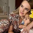 Mãe de duas meninas, Thaeme Mariôto relata noite mal dormida com a primogênita