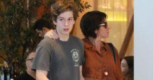 Giovanna Antonelli comemora 16 anos do filho, Pietro, e web nota: