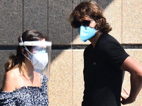 Tatá Werneck defende uso de máscara e face shield em velório de Paulo Gustavo: